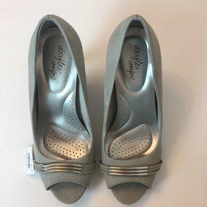 NWT Deflex Comfort size 71/2 gray open toe heels